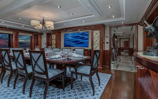 Motor Yacht Avalon Dining Table