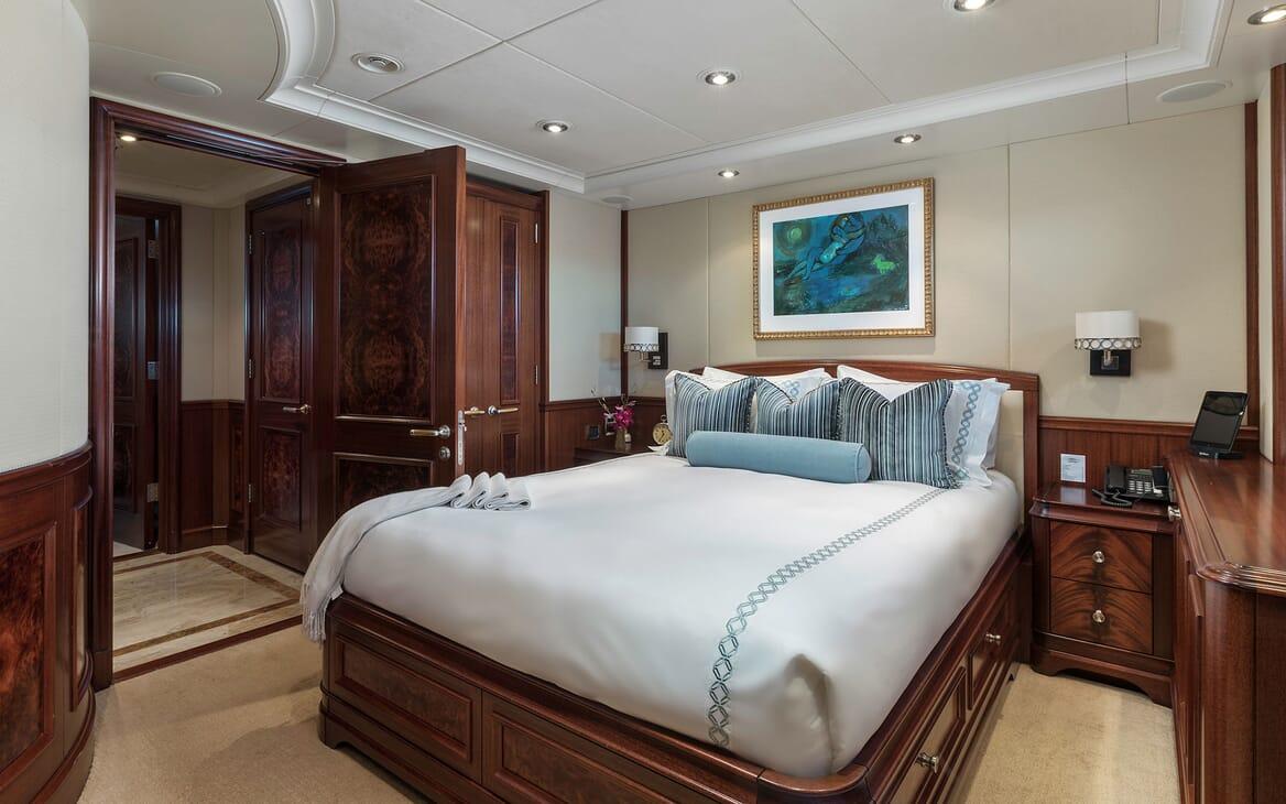 Motor Yacht Avalon Double Stateroom