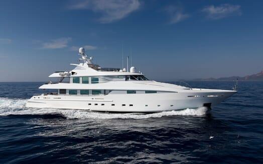Motor Yacht LA TANIA Side Profile Underway