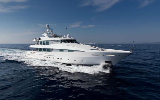 Motor Yacht LA TANIA Exterior Bow