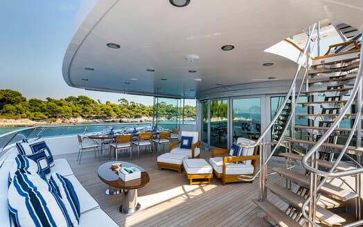 Motor Yacht LA TANIA Aft Deck Seating