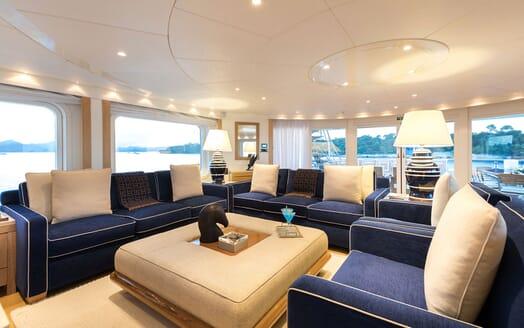 Motor Yacht LA TANIA Upper Deck Salon