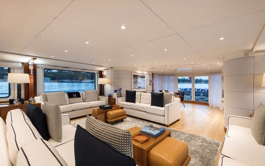 Motor Yacht LA TANIA Main Deck Salon