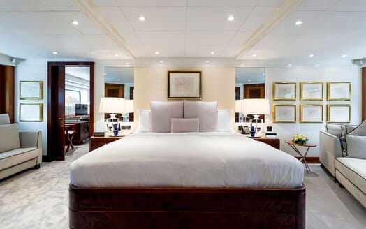 Motor Yacht LA TANIA Master Stateroom