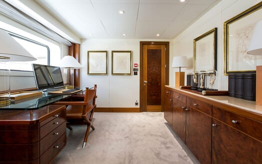 Motor Yacht LA TANIA Office