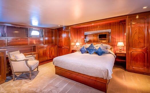 Motor Yacht CHANTELLA Master Stateroom