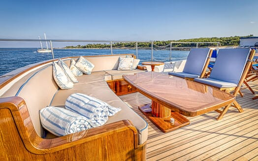 Motor Yacht CHANTELLA Sun Deck Seating