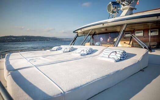 Motor Yacht CHANTELLA Bow Sun Pads