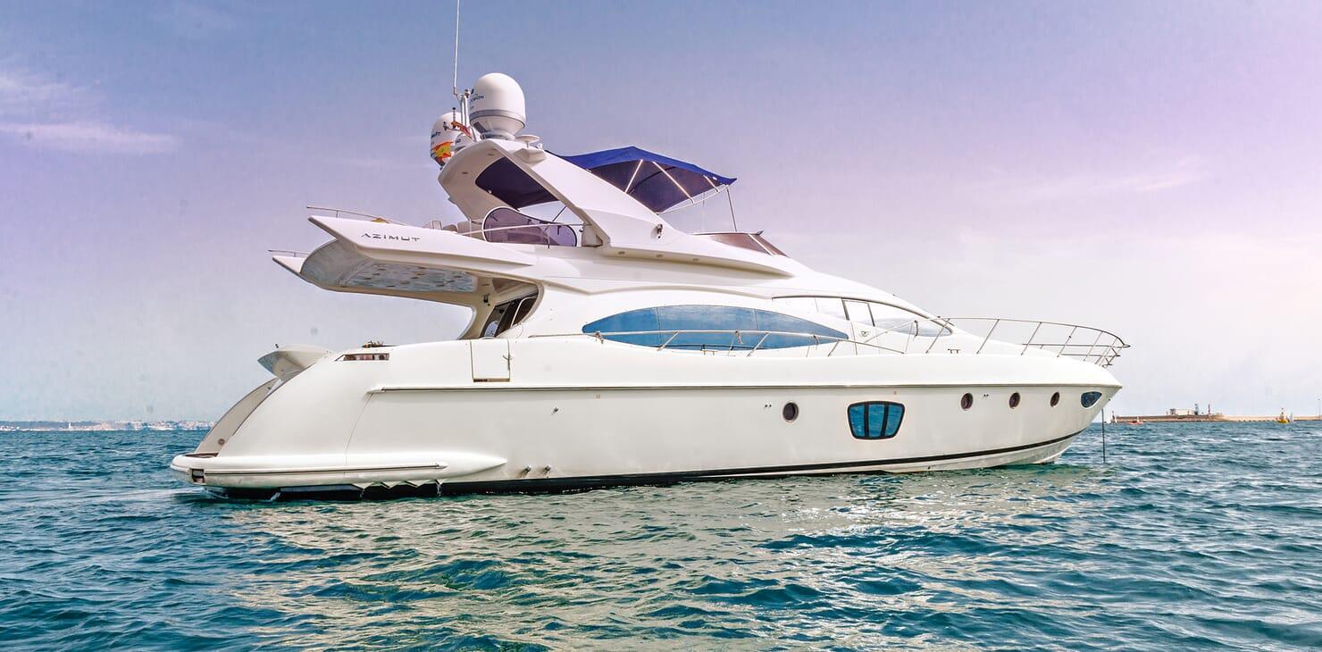 Motor Yacht Wini anchored