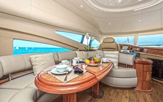 Motor Yacht Wini living area