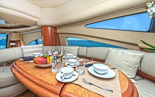 Motor Yacht Wini dining area