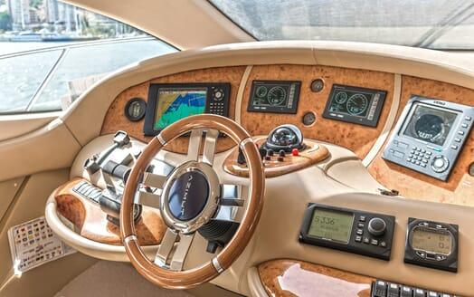 Motor Yacht Wini bridge