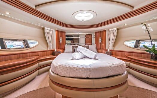 Motor Yacht Wini master cabin
