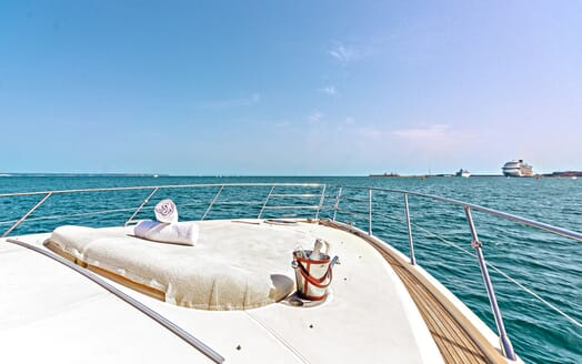 Motor Yacht Wini foredeck