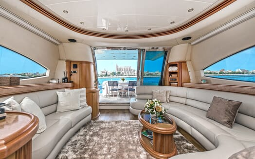 Motor Yacht Wini saloon