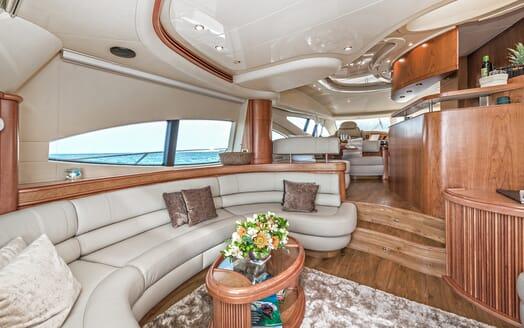 Motor Yacht Wini seating area
