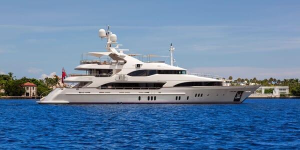 Motor Yacht MAG III Profile
