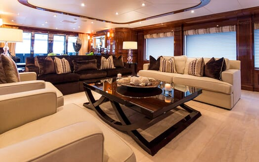 Motor Yacht Remember When saloon