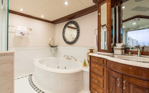 Motor Yacht Remember When bathroom
