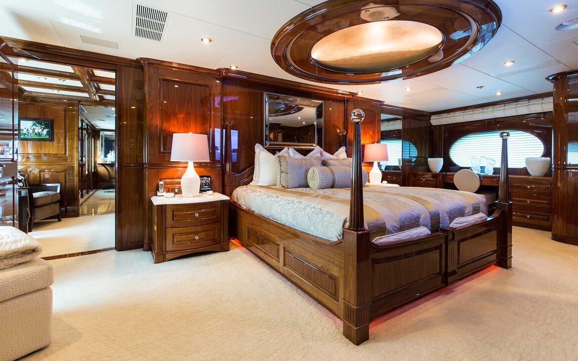 Motor Yacht Remember When master cabin
