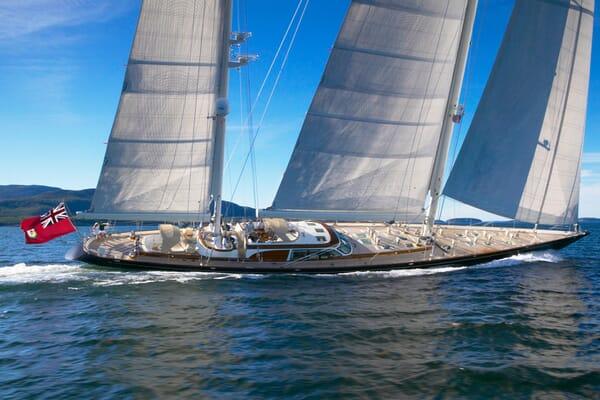 Sailing Yacht Asolare cruising