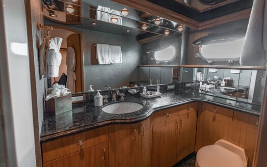 Motor Yacht Nicole Evelyn bathroom