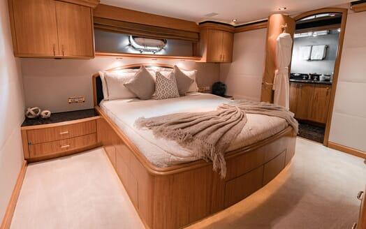 Motor Yacht Nicole Evelyn VIP cabin