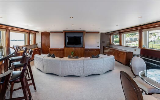 Motor Yacht NICOLE EVELYN Saloon TV