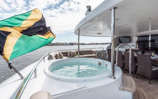Motor Yacht Nicole Evelyn hot tub