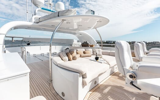 Motor Yacht Nicole Evelyn aft seating