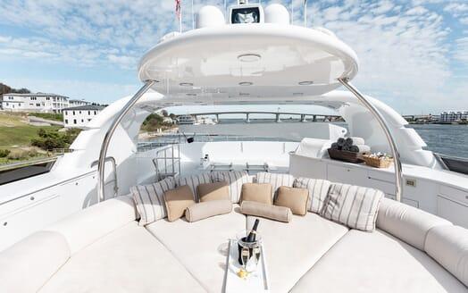 Motor Yacht Nicole Evelyn sundeck