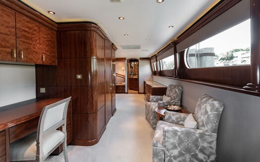 Motor Yacht NICOLE EVELYN Hallway and Desk