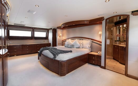 Motor Yacht Nicole Evelyn interior design