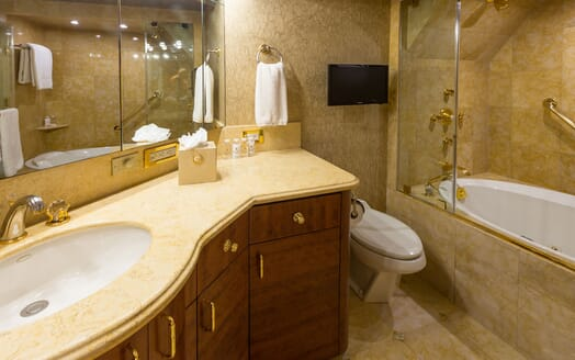 Motor Yacht NICOLE EVELYN Master Bathroom 2
