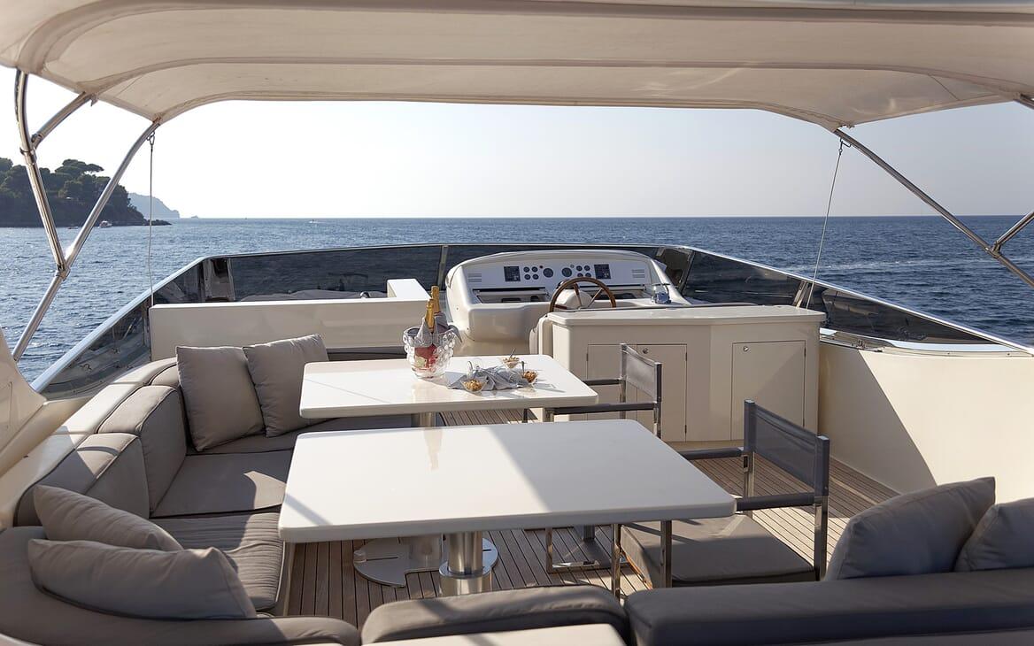 Motor Yacht Minou sundeck