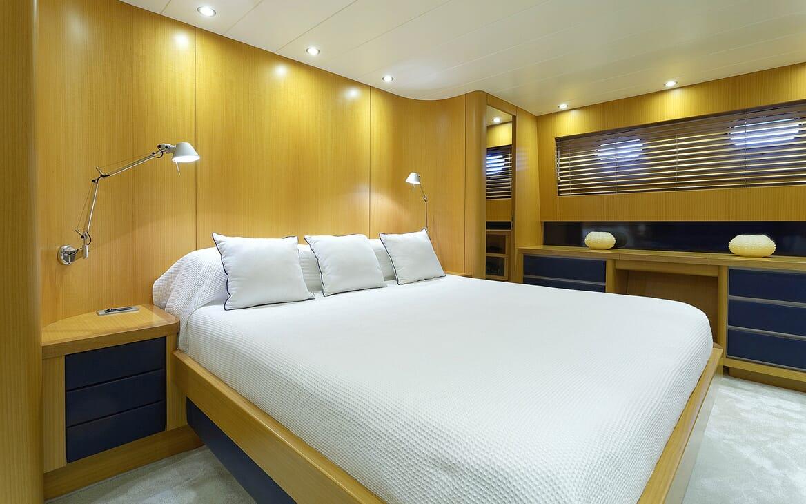 Motor Yacht Minou double cabin