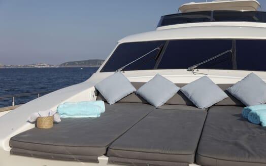 Motor Yacht Minou sun loungers
