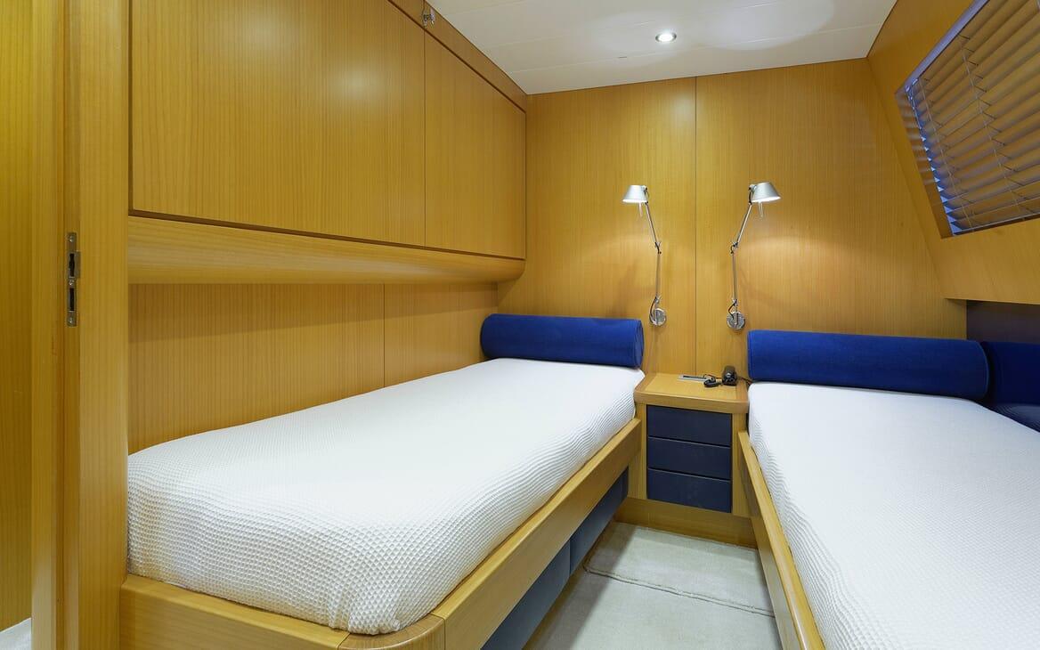 Motor Yacht Minou twin cabin