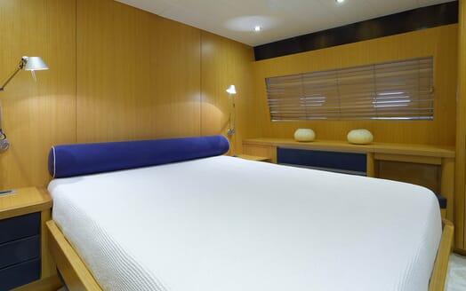 Motor Yacht Minou guest cabin