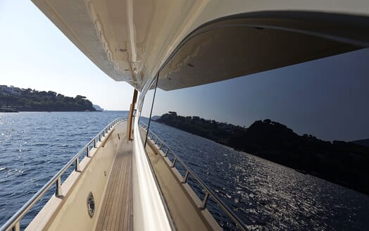 Motor Yacht Minou side deck