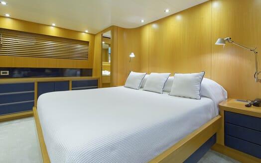 Motor Yacht Minou master cabin