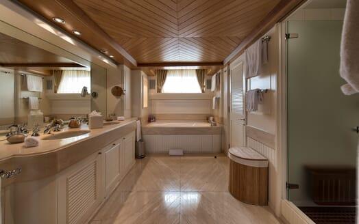 Motor Yacht TOMMY Bathroom