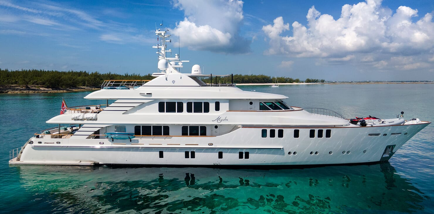 Motor Yacht MYSTIC Side Profile