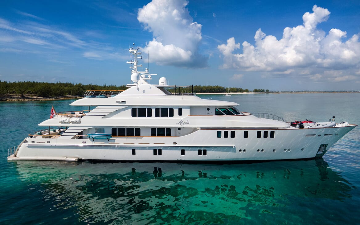 Motor Yacht MYSTIC Side Profile