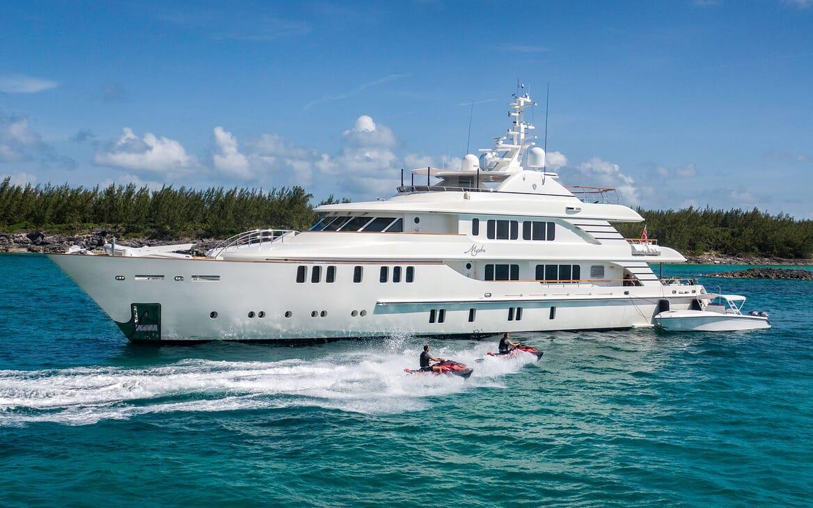 Motor Yacht MYSTIC Jet Skis