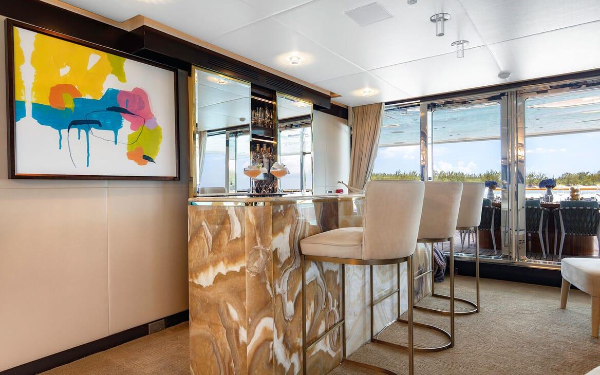 Motor Yacht MYSTIC bar