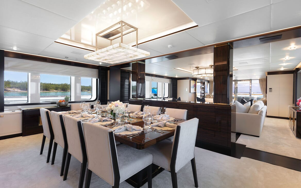 Motor Yacht MYSTIC Dining Room