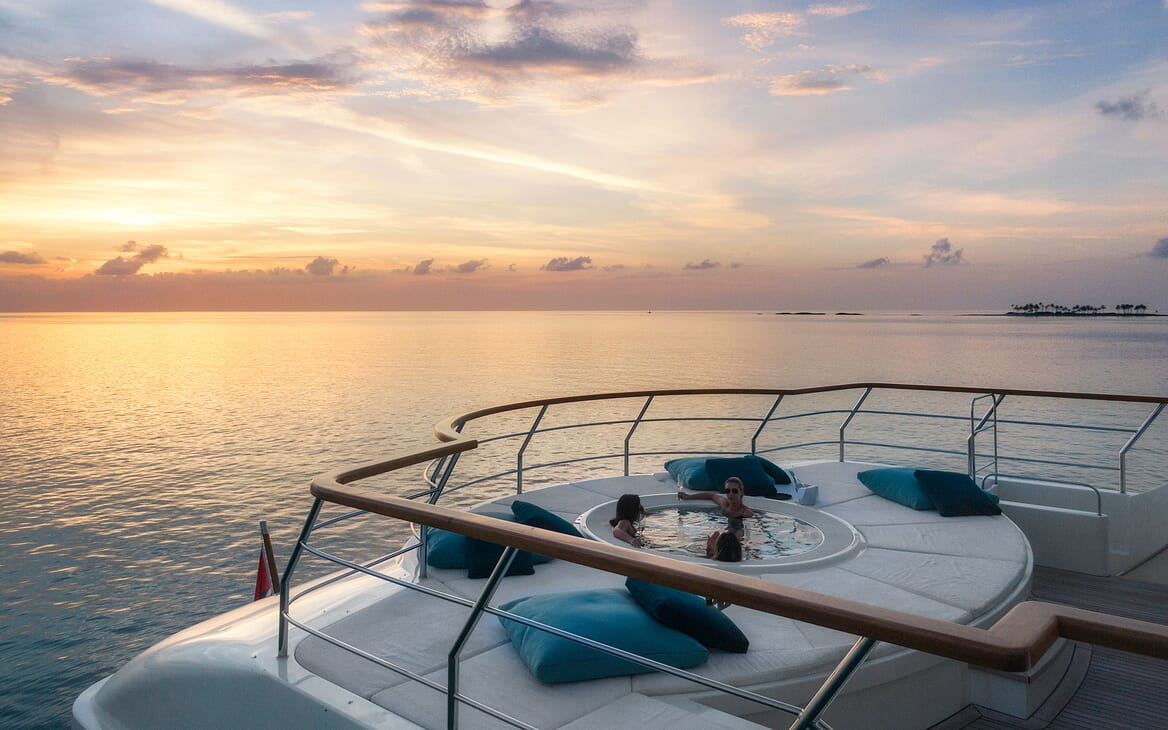 Motor Yacht MYSTIC Sun Set Jacuzzi