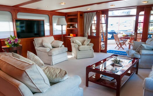 Motor Yacht Cassiopeia saloon