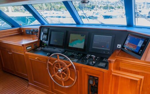Motor Yacht Cassiopeia bridge